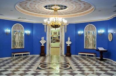 Вестибюль Московской государственной картинной галереи народного художника СССР Ильи Глазунова