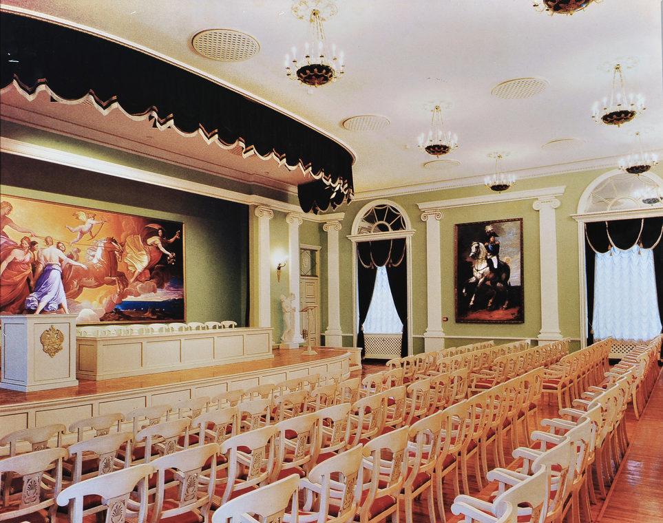 Конференц-зал Российской Академии живописи, ваяния и зодчества. Москва