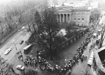Queue at the Exhibition of Ilya Glazunov in Kiev, Opened in the Museum of Ukrainian Art