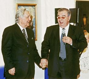 Президент Торгово-промышленной палаты РФ Е.М. Примаков и И.С. Глазунов в картинной галерее художника. Москва