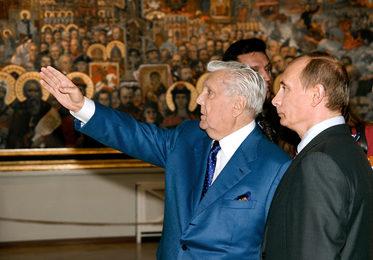 Владимир Владимирович Путин и Илья Серегеевич Глазунов в Галерее художника на Волхонке