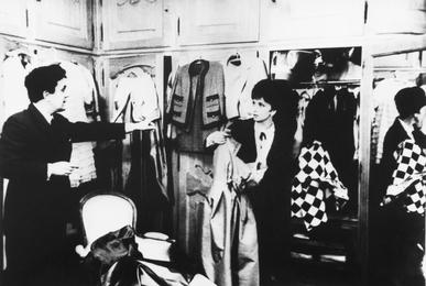 Выбор платья для портрета из многочисленного гардероба актрисы. На вилле Джины Лоллобриджиды