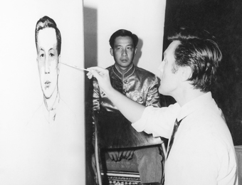 Илья Глазунов пишет портрет наследного принца Лаоса Вонг Саванг Ваттхана. Лаос
